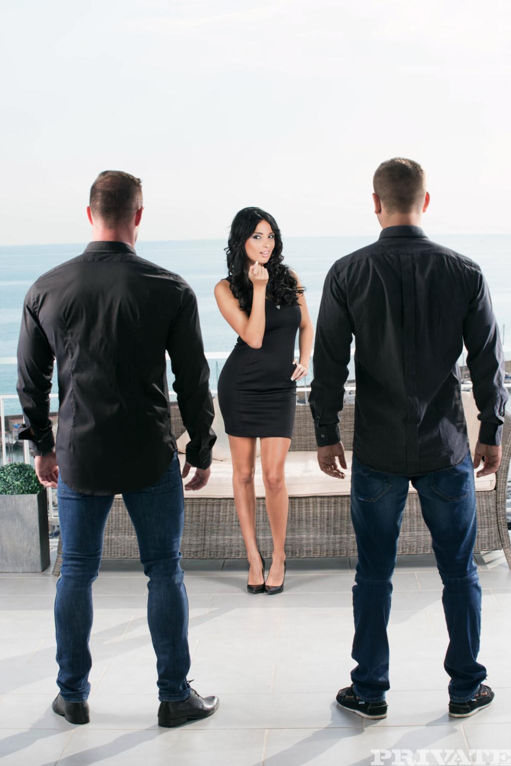 Французская элитная фрау Anissa Kate обслуживает Двух богатых мужчин