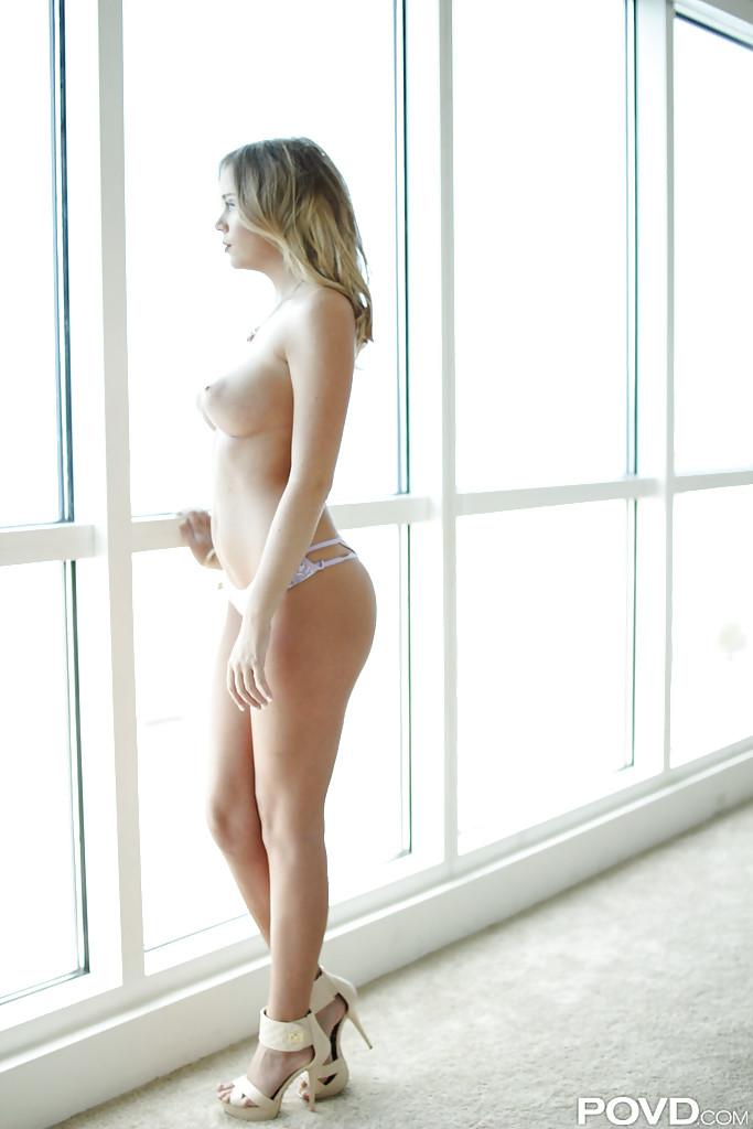 Леди осталась без трусиков порнофото