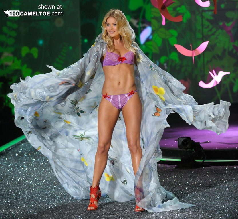 На конкурсе красоты выступают чертовски шикарные телки в эротическом белье