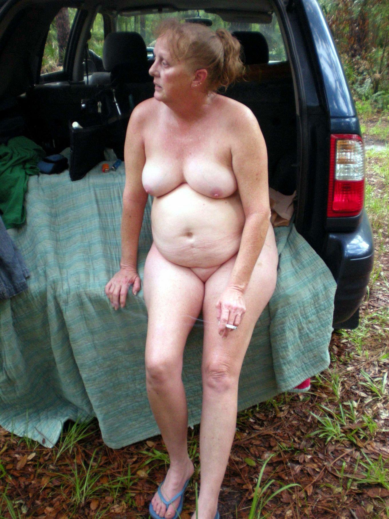 Взрослая пьяная Сюзи на пикнике