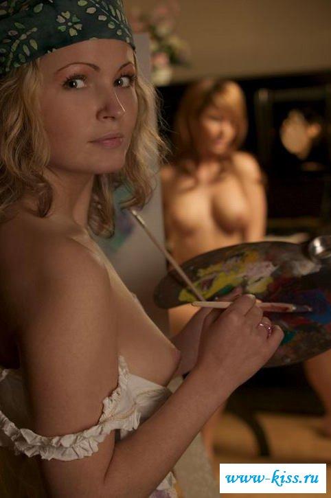 Голая в ночной рубашке сучка с идеальным туловищем (41 эротические фотографии)